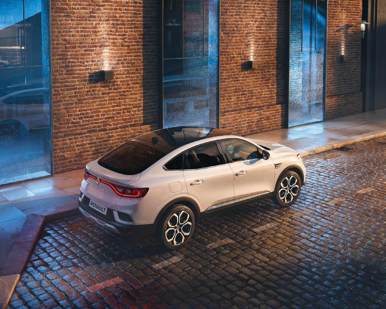Vista posteriore Nuovo Renault Arkana SUV